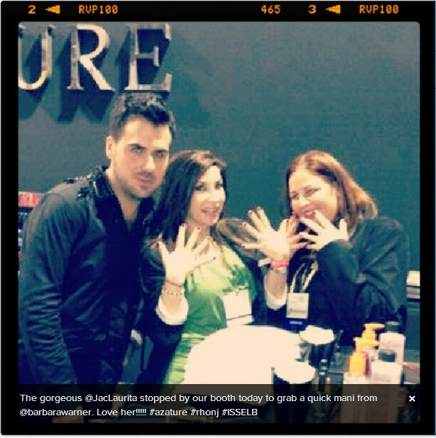 Jacqueline Laurita with her new manicure (Photo tweeted by  @1beautygurl)
