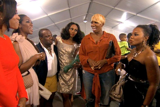 Atlanta ladies and friends talking smack (photo from Bravotv.com - note to Bravo - your photo gallery is missing last night's episode)