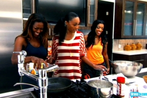 Kenya acts like help and makes breakfast (actually it looked yummy) from bravotv.com