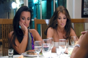 the-real-housewives-of-beverly-hills-season-4-episode-406-01