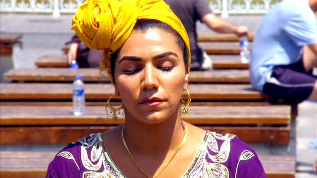 shahs-of-sunset-season-3-brought-to-tears-by-prayer