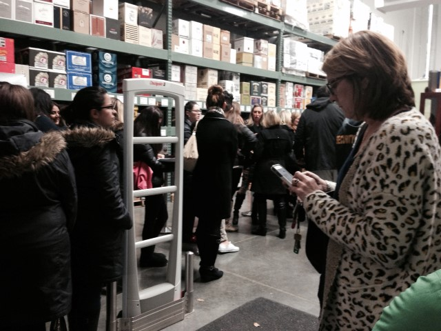 The line at BJs (photo credit Chismosa at Lynnfam.com)