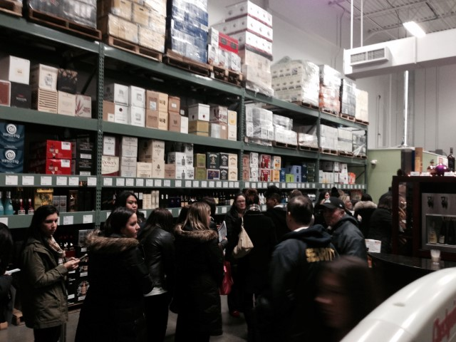 Waiting for Lisa at BJ's (photo credit: Chismosa at lynnfam.com)